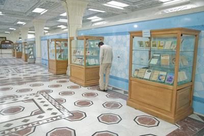 نمایشگاه کتابهای خارجی اسلام و مسیحیت در کتابخانه آستان قدس رضوی