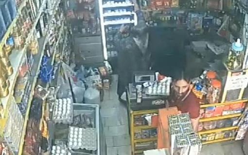 تصویر زورگیر خشن مغازه سوپرمارکت منتشر شد/ جزییات چاقوکشی بر روی خانم فروشنده