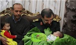 اشک و لبخند محسن رضایی در دیدار با فرزند شهید مدافع حرم