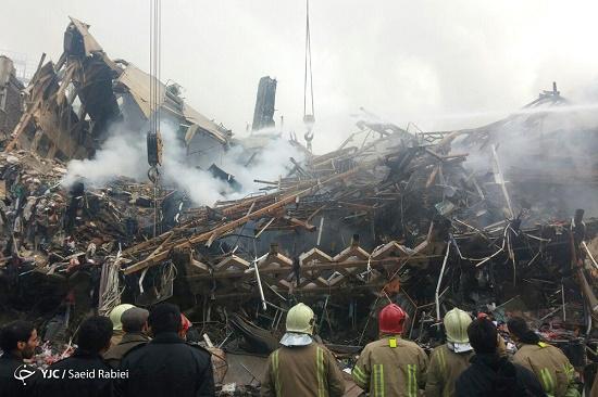 جزییات حادثه پاساژ پلاسکو/ تلاش ها برای آوار برداری همچنان ادامه دارد/ آتشنشان فداکار به شهادت رسید+عکس و فیلم