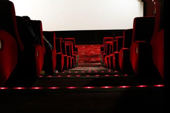 جدول فروش فیلمهای در حال اکران/ «خانهای در خیابان چهل و یکم» از 500 میلیون تومان گذشت