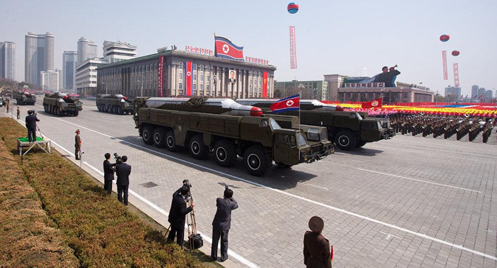 کره شمالی به جای موشک قاره پیما، موشک بالستیک میان برد آزمایش میکند