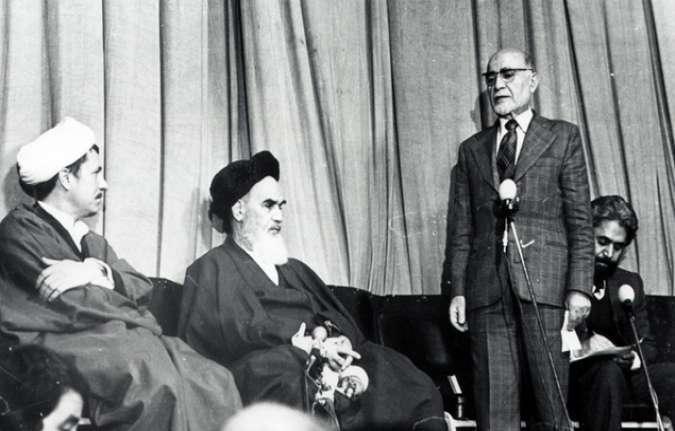 قرائت حکم نخست وزیری بازرگان توسط حجتالسلام هاشمی رفسنجانی