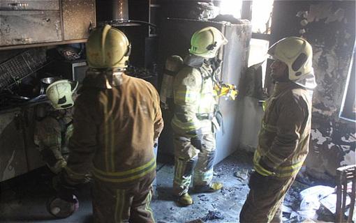 مهار آتش سوزی ساختمان مسکونی در خیابان پلیس/ خانم 29 ساله مصدوم شد + تصاویر
