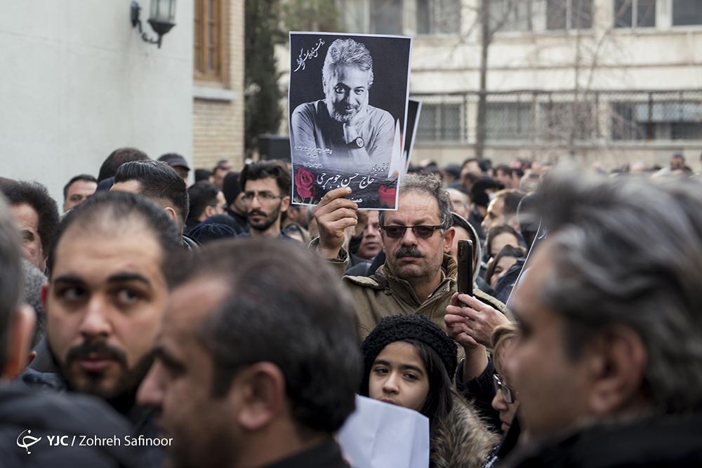 خداحافظی هنرمندان با حسن جوهرچی/ بدرقه بازیگر در پناه تو به خانه ابدی + فیلم و تصاویر