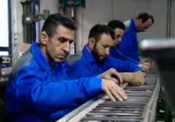 باشگاه خبرنگاران - آجر کردن نان کارگران به ظاهر کم توان با هجوم کالاهای وارداتی + فیلم