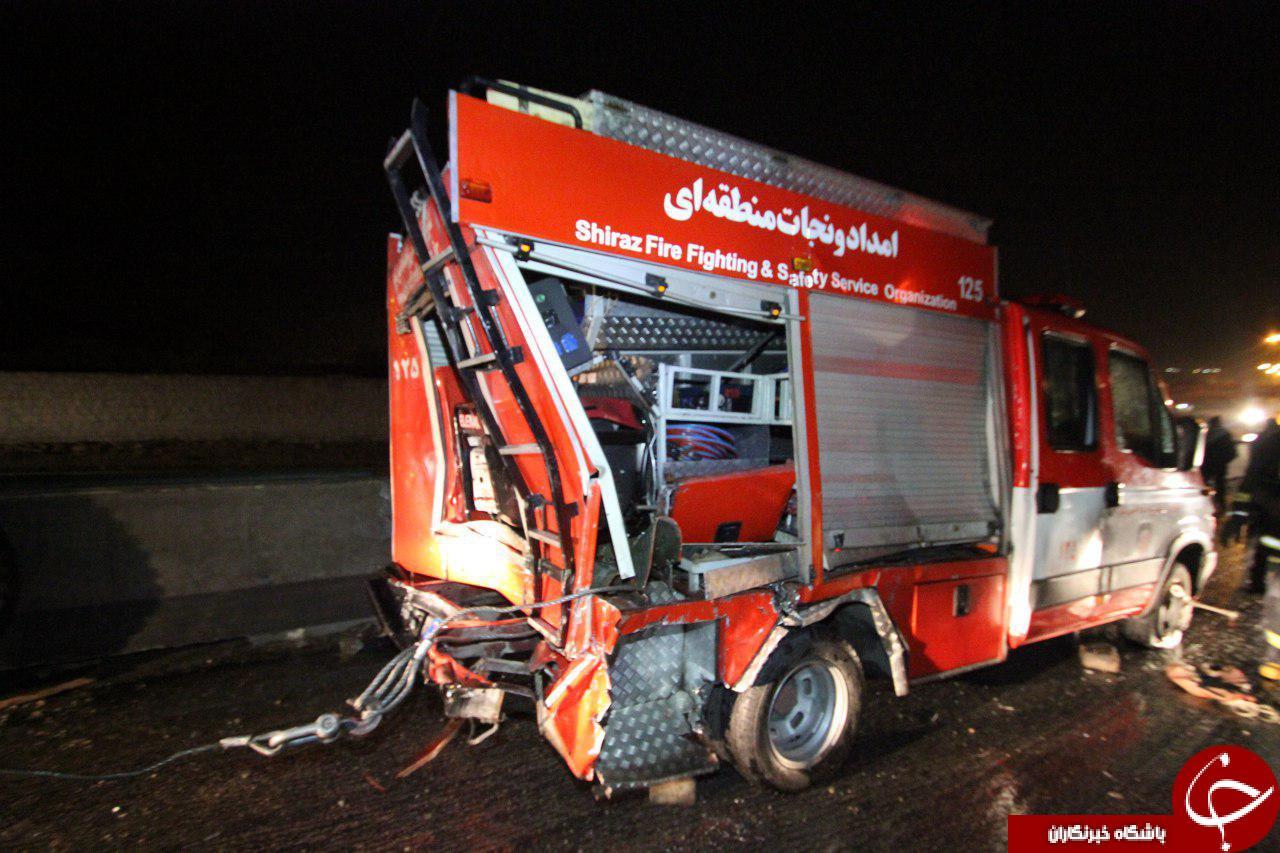 برخورد هولناک تریلی با خودروی امداد آتشنشانی تصاویر
