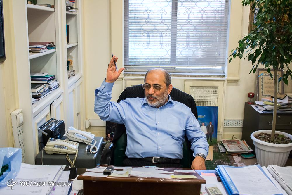 به امام (ره) گفتم، شما نباشید ما را دار میزنند/ مجریان اقتصاد مقاومتی انقلابی عمل نمیکنند/ مشکلات اقتصادی با برجام حل نمیشود/ ادعای گزینه نظامی علیه ایران بلوف است