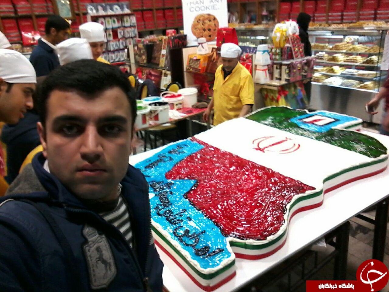 پخت کیک ۱۵۰ کیلویی به مناسبت سالگرد پیروزی انقلاب اسلامی + تصاویر
