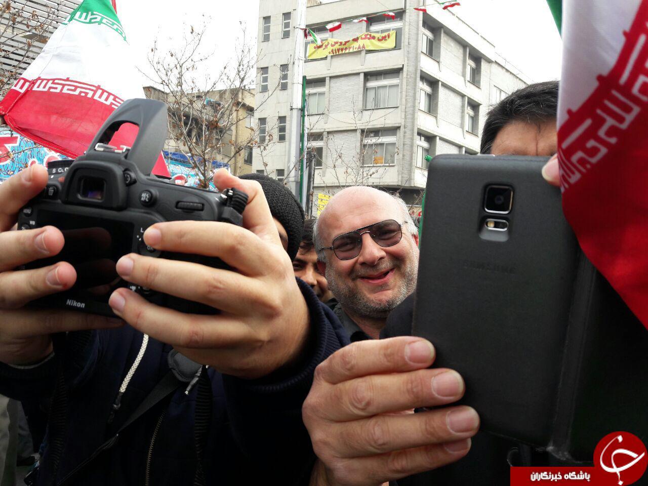 راهپیمایی 22 بهمن با حضور پرشور مردم آغاز شد/از حضور شهدای آتشنشان تا نمایش اقتدار ملی در خیابان آزادی+تصاویر