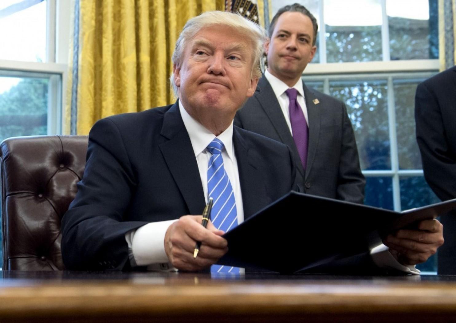انتقاد صریح دوست قدیمی ترامپ از رئیس دفتر وی: پریبس باید برکنار شود