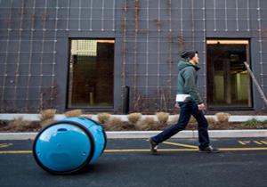 رباتی که با صاحبش همراهی می کند