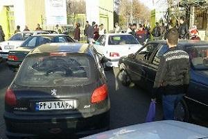درگیری هواداران پرسپولیس در مقابل درب ورزشگاه آزادی