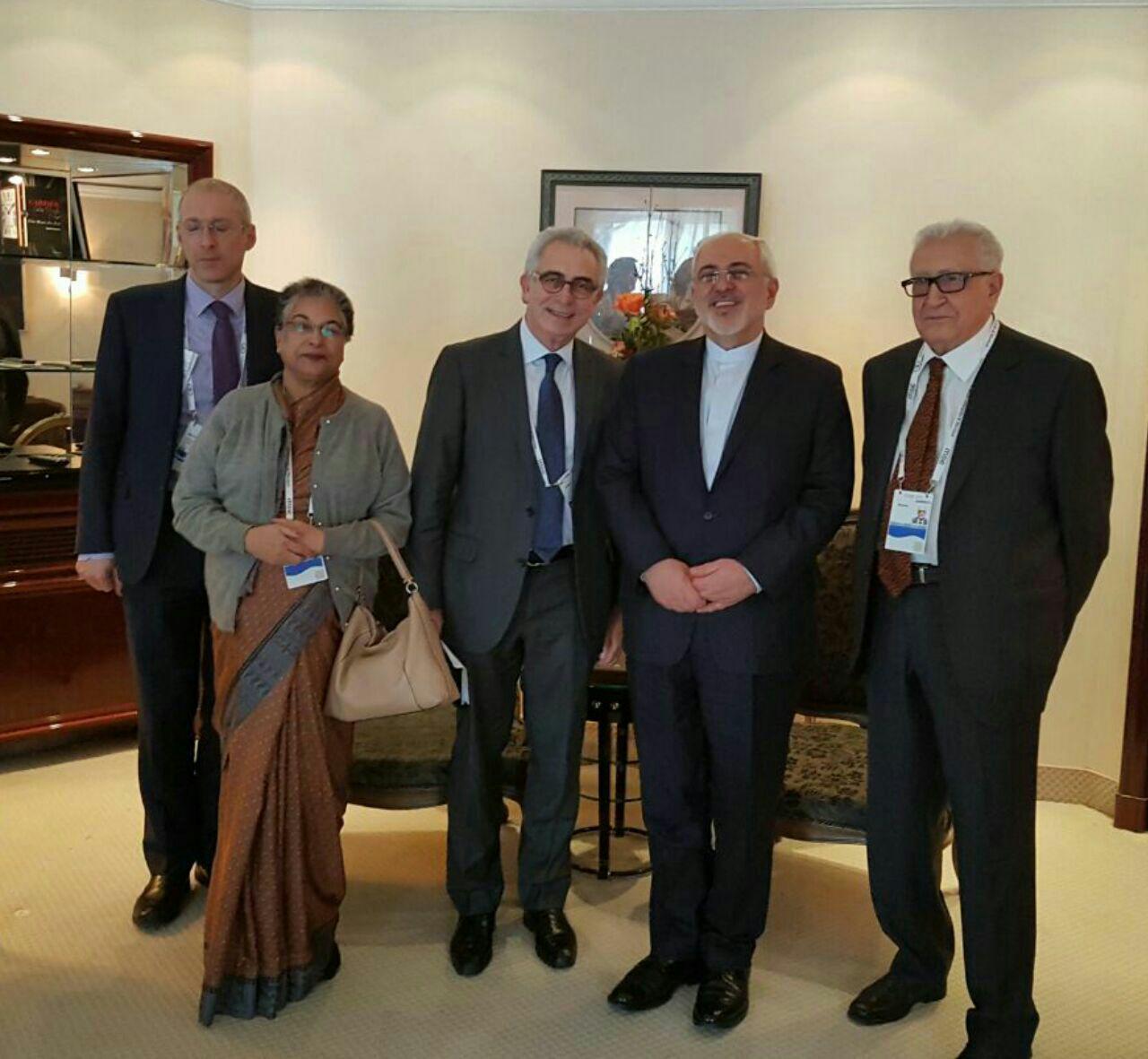 هیئت ریشسفیدان با وزیر امور خارجه ایران دیدار و گفتگو کردند