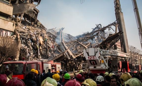 باشگاه خبرنگاران - حادثه پلاسکو به روز چهارم رسید/امروز پیکر هیچ شهید آتشنشانی را خارج نکردهایم+ عکس و فیلم