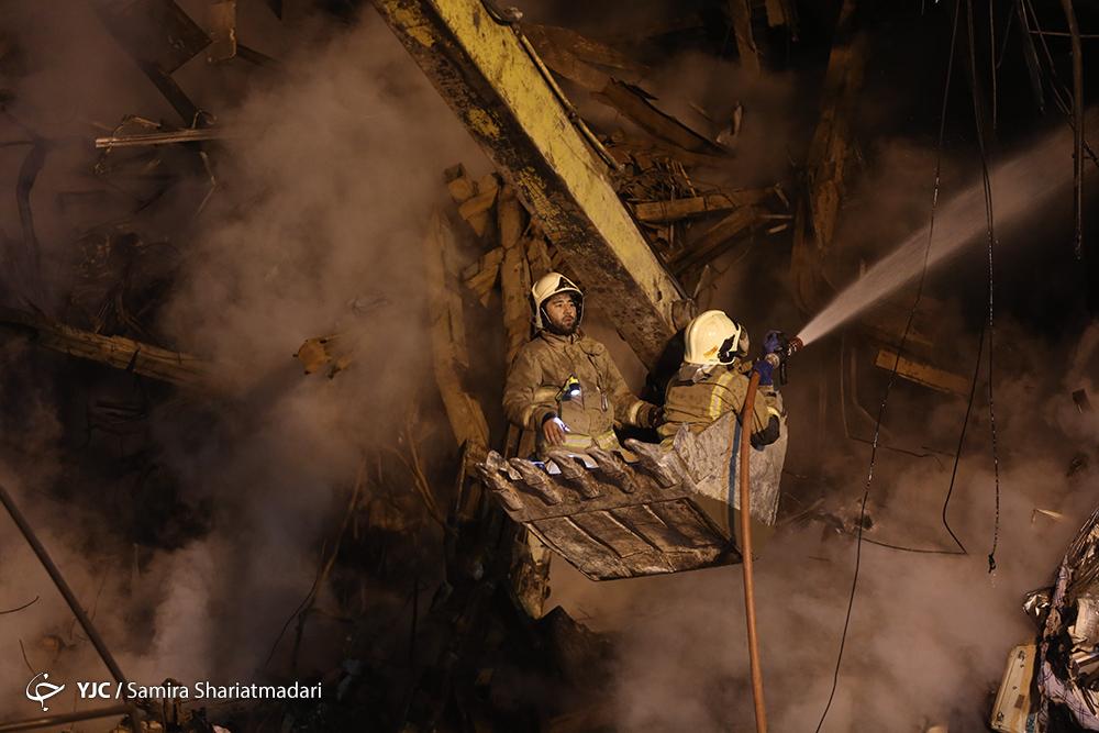 حادثه پلاسکو به روز چهارم رسید/ 50 درصد از آوار برداشته شد+ عکس و فیلم