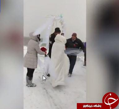 این عروس و داماد با یخ و سرما از مهمانان خود پذیرایی کردند + تصاویر
