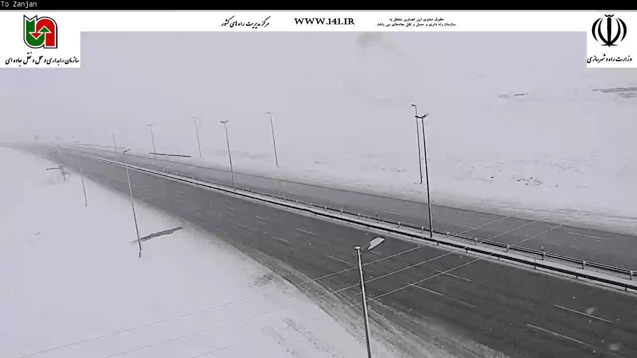 بارش برف و باران در اکثر محورهای غربی و شمالی کشور/ محور کرج- چالوس مسدود شد
