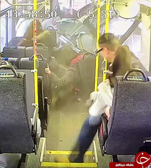 لحظه وارد شدن ماشین به اتوبوس +تصاویر