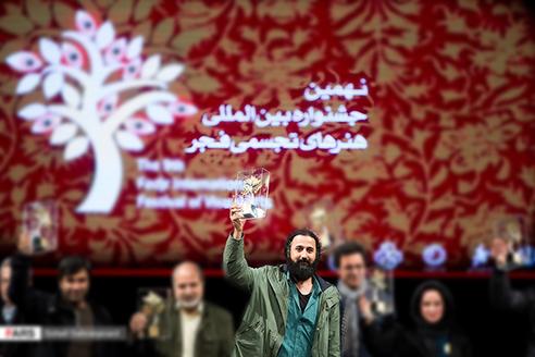 کسب رتبه برگزیده جشنواره بین المللی هنرهای تجسمی فجر توسط هنرمند مشهدی