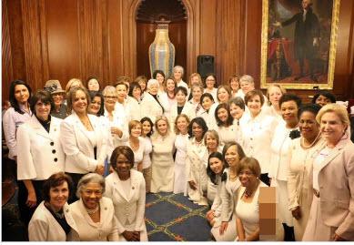 لباس یکدست سفید زنان دموکرات در سخنرانی ترامپ نشانه چه بود؟