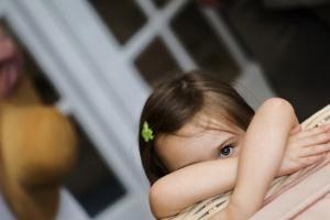 ترساندن کودک باعث اختلالات رفتاري در بزرگسالي مي شود