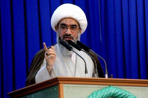 مدیران زندگی امام خمینی(ره) سر لوحه قرار دهند