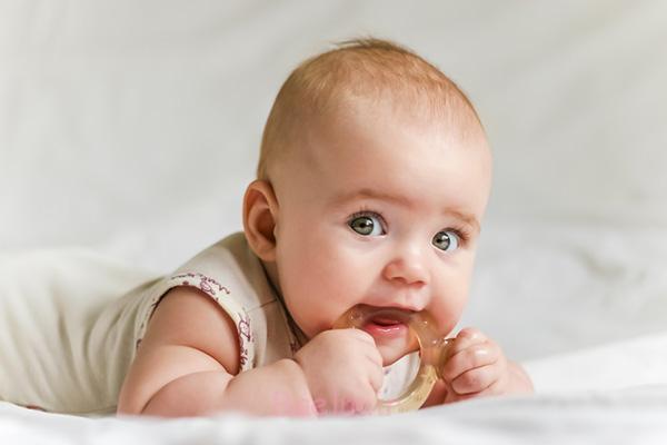 تولید ژل تسکین دهنده درد لثه کودک در کشور/ کارخانه خط تولید گیاهان دارویی تحت لیسانس GMP کانادا قرار دارد