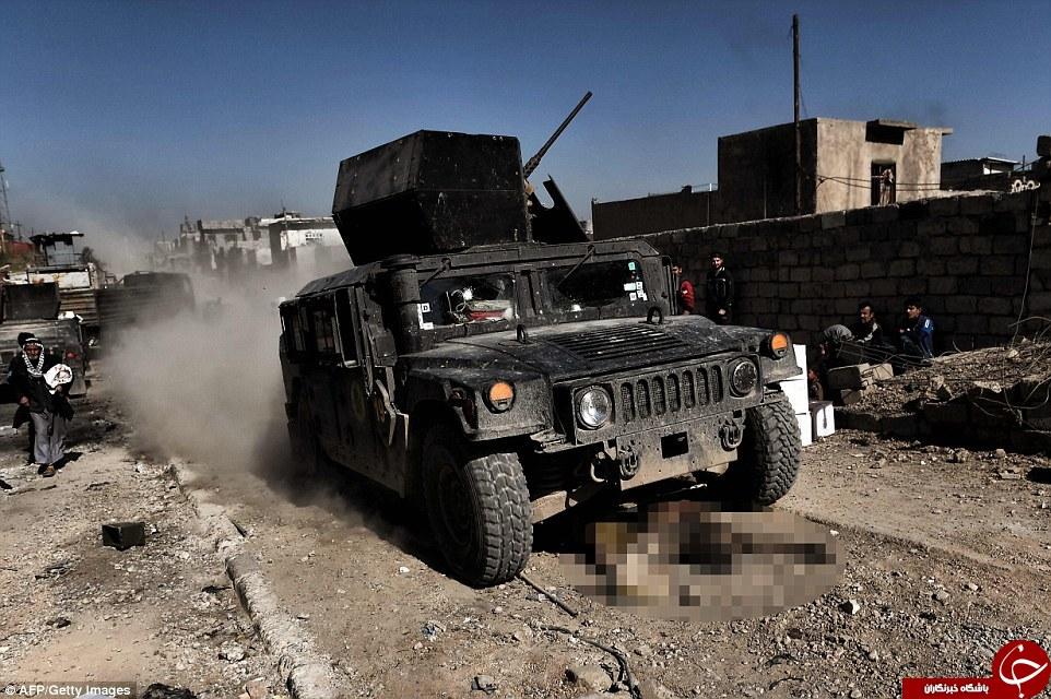 ارتش عراق اجساد داعش را سنگفرش موصل کرد + تصاویر