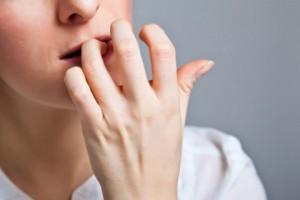 عادتهایی که چهرهتان را زشت میکند