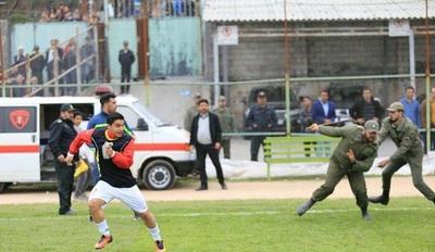 درگیری خونین در دربی مازندران/بازی نیمه تمام ماند/کمیته انضباطی رای نهایی را صادر می کند