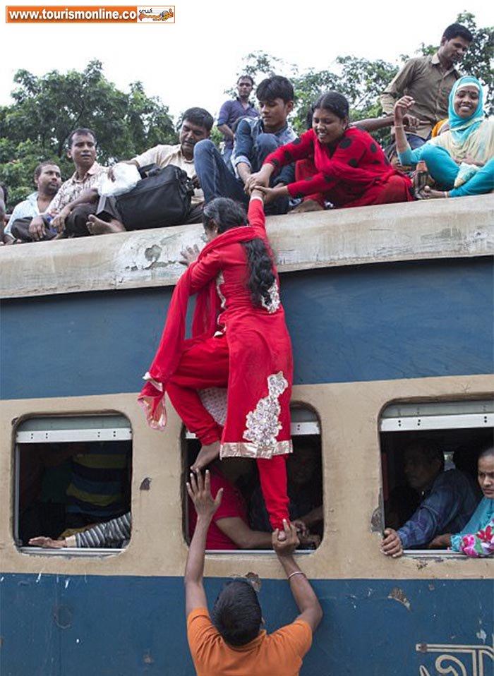 عجیب ترین قطار دنیا/ مسافرگیری چندبرابر بیشتر از حد مجاز! +تصاویر