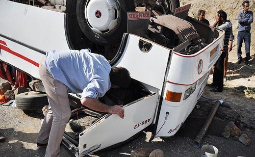 واژگونی اتوبوس خط واحد در شیراز