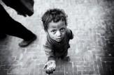 باشگاه خبرنگاران -کوچهای که چترهایش سایهبان معصومیت کودکان کار شد
