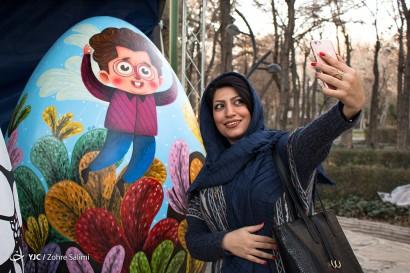 آماده سازی تخممرغ های نوروزی در پارک لاله