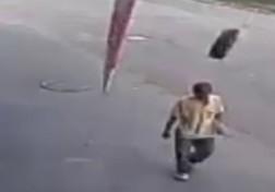 باشگاه خبرنگاران - غافلگیری دردناک حین پیاده روی + فیلم