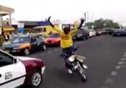 باشگاه خبرنگاران - حرکات نمایشی دیوانه وار با موتورسیکلت در خیابان + فیلم