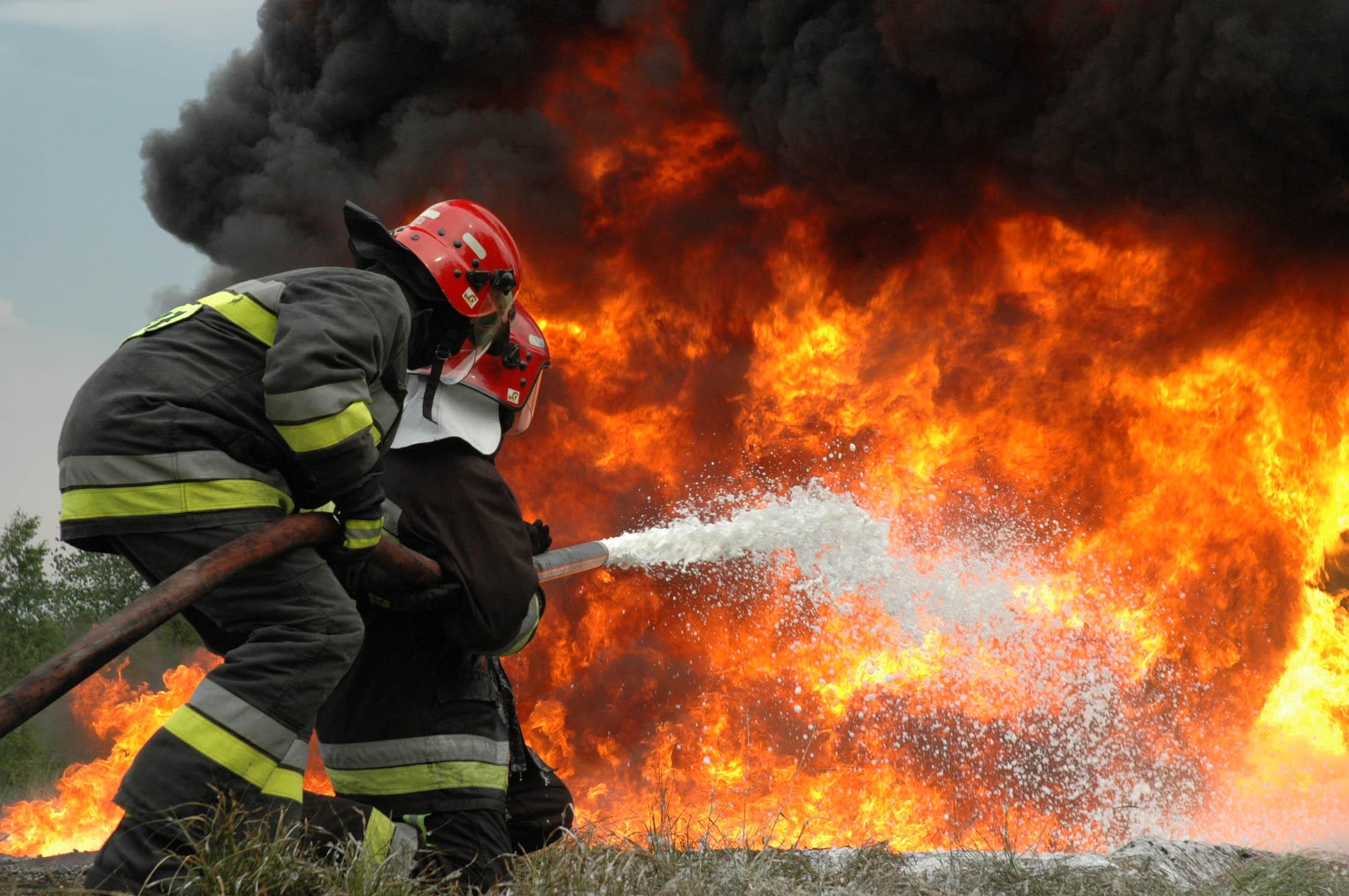 انبار تسمه خیابان سعدی در آتش سوخت