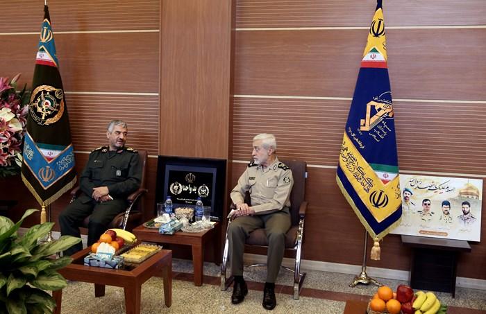 دیدار صمیمانه فرماندهان عالی رتبه ارتش و سپاه