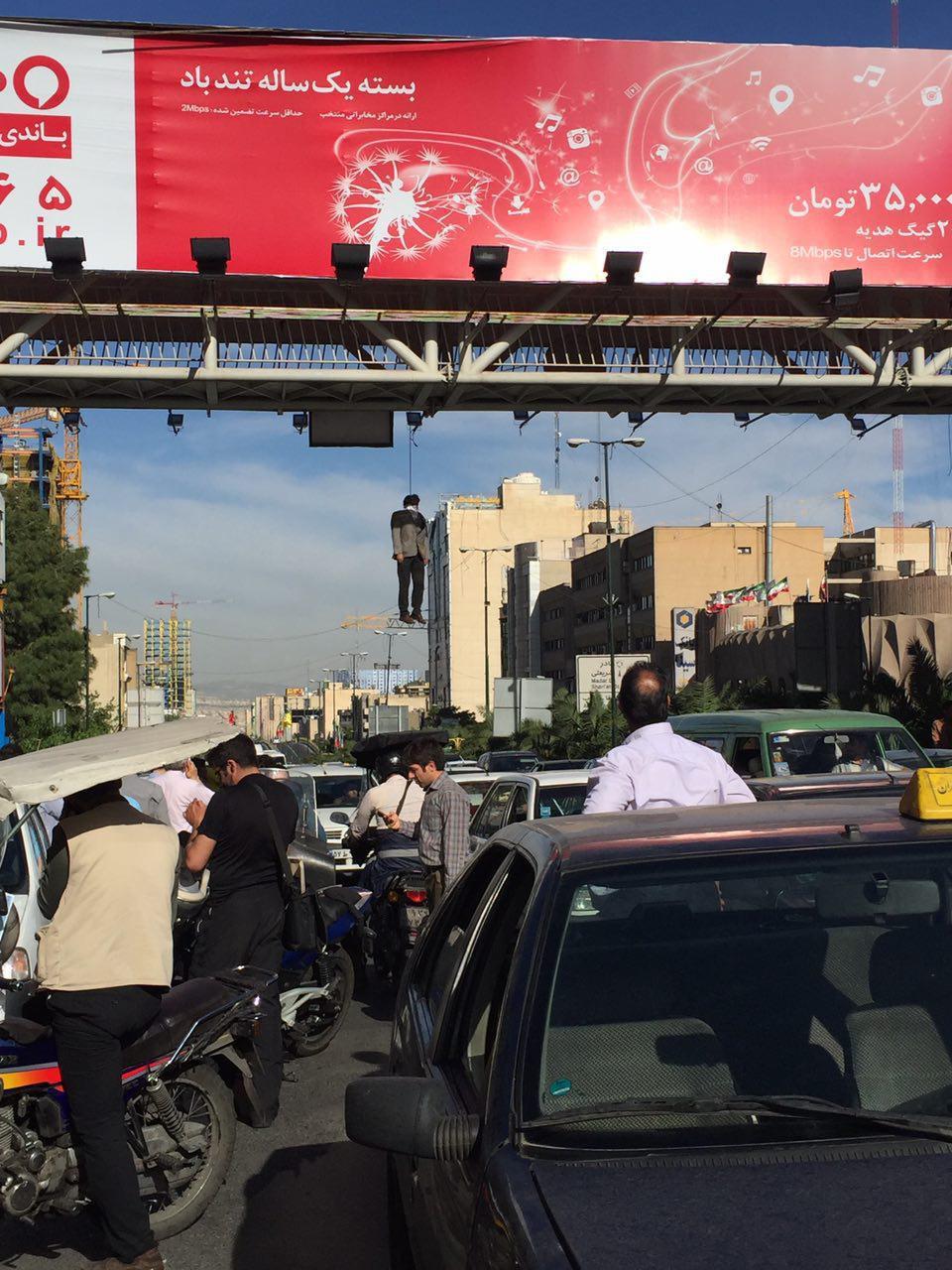 جزییات خودکشی مرد میانسال از پل هوایی خیابان میرداماد+عکس