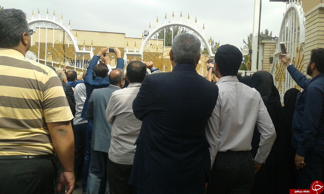 هواداران احمدی نژاد در فرودگاه کرمان به روایت تصویر