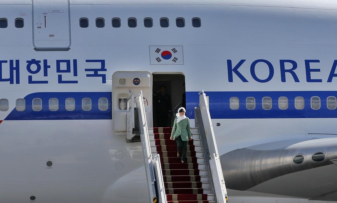 هواپیما و حجاب رئیس جمهور کره جنوبی در تهران چگونه بود + فیلم و تصاویر