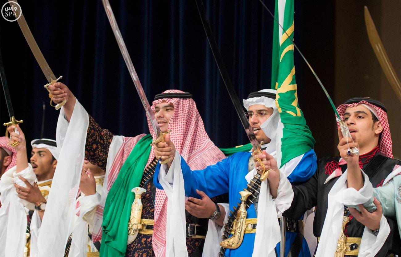 اشک های ملک سلمان در مراسم فارغ التحصیلی فرزندش+ تصاویر