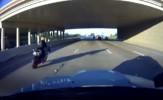 باشگاه خبرنگاران -سرعت دیوانهوار یک موتورسوار در اتوبان + فیلم