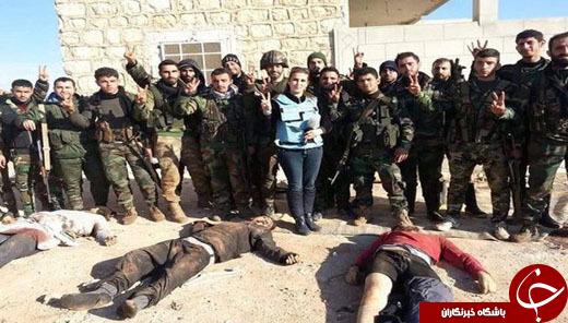 4489827 219 سلفی خانم روزنامه نویس و خبرنگار با اجساد داعشی ها+تصاویر