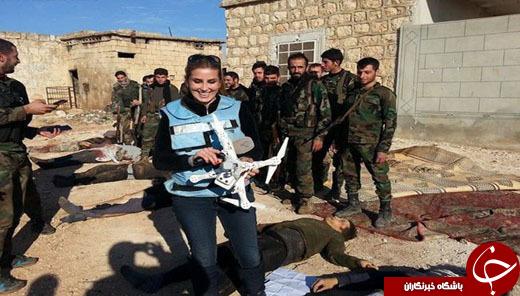 سلفی خانم خبرنگار با اجساد داعشی ها+تصاویر