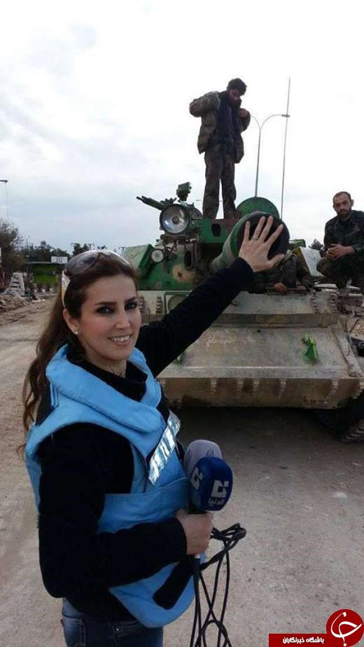 4489829 380 سلفی خانم روزنامه نویس و خبرنگار با اجساد داعشی ها+تصاویر