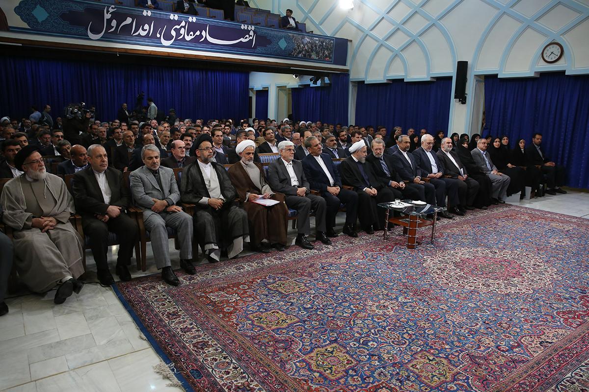 حاشیههای دیدار منتخبین مجلس دهم با رییس جمهور + تصاویر
