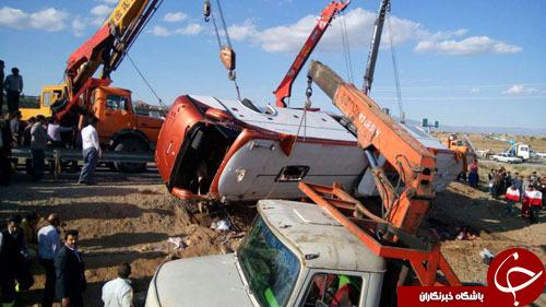 اتوبوس حامل کاروان زیارتی واژگون شد