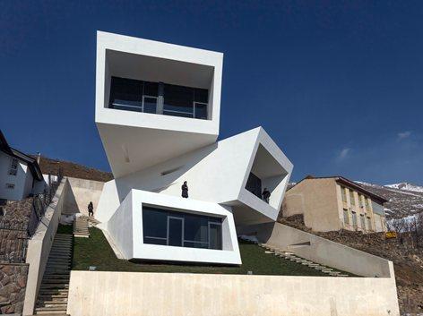 خانه ای سه چشمی در ارتفاعات کوه های البرز